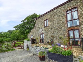 BARLEY MEADOW, pet-friendly, lawned garden, rural location, Okehampton, Ref
