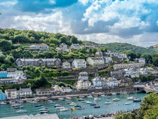 Holiday Apartment Cornwall, with Harbour Views, Looe