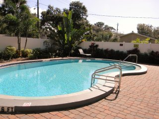 Sarasota 2b 2b Condo Close to Downtown and Beaches