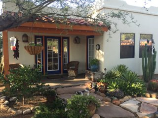 Relaxing Southwestern Style Casita with an Oasis  in the Heart of Tucson.