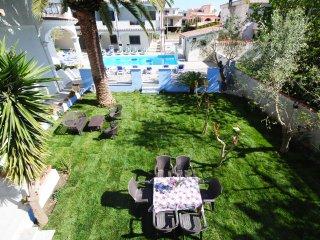 Quadrilocale RIFUGIO ampio salone, accesso piscina