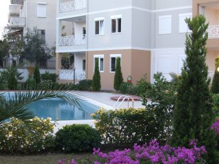 Lymra Residence - Lovely 3 Bed Duplex Apartment, Side