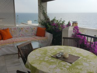 Beach, views, pools -sleeps 10 -sunroom + 3 patios, Estepona