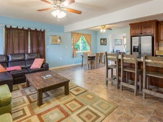 Tropical Oceanside Getaway - close to beach, PCC, Laie