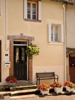Limousin-Cottage is a traditional 18C stone built village house in the beautiful Limousin region.