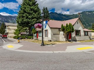 Cozy and laid-back, just one block from downtown Leavenworth!