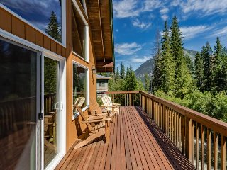 Beautiful, dog-friendly home w/ private hot tub & gorgeous views!