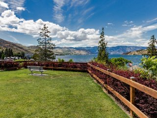 Cozy condo with lake & mountain views, pools, hot tub, dock, & more!