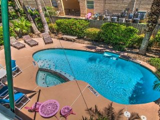 Expansive ocean-view home, w/private pool & great location!