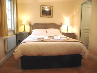 Ground level King bedroom with Italian leather bed & Orthopedic mattress. Ensuite shower room.