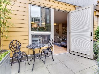 Dog-friendly South Lake Union condo w/ great amenities!