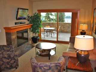 Enticing condo w/ shared year-round pool, hot tub, & game room, Chelan