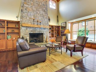 On-site game room, shared pool & hot tub, and fitness center, Chelan