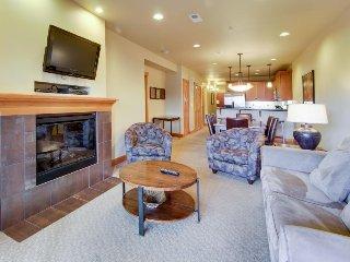 Family-friendly condo near Lake Chelan; great amenities!