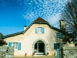 Character cottage with pool south west France, Sauveterre-de-Bearn