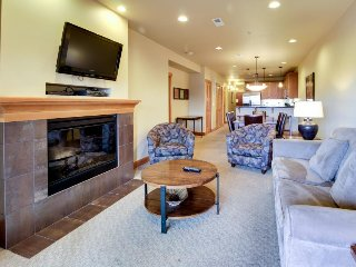 Updated, modern condo near Lake Chelan with a shared pool, hot tub & gym!