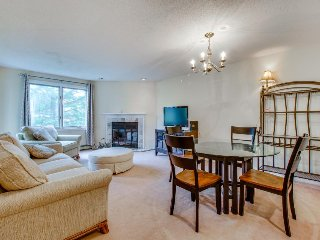 Ski-in/ski-out Pico Mountain condo with access to a shared pool, hot tub & gym!, Killington