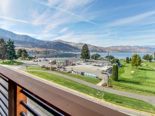 Inviting condo w/shared pool & hot tub, splash pad, lake views!, Chelan