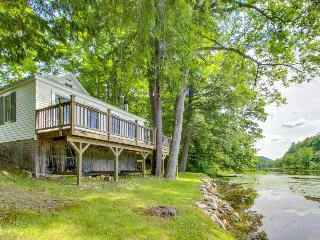 Quaint lakefront home with a private deck, firepit, and dock!, Ludlow
