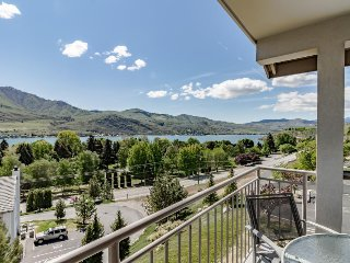 Cozy and modern condo with shared hot tub & swimming pool, Chelan