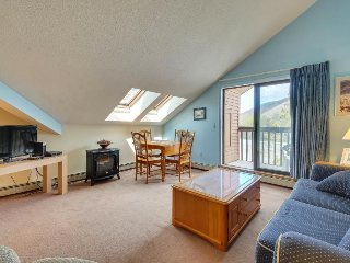 Ski-in/ski-out condo at the base of Pico Mountain w/ shared pool & hot tub, Killington