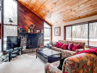 Upscale lodge with entertainment, close to skiing & beautiful scenery!, Killington