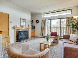 Condo w/mountain views + shared hot tub, pool & more! Near golf, slopes!, Killington