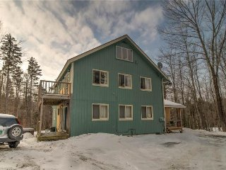 Spacious mountain lodge w/ easy ski access - near golf, hiking & more!, Dover