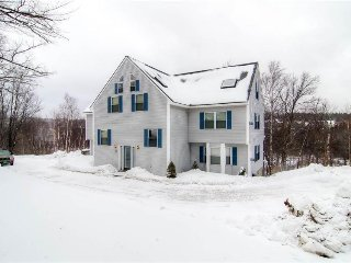 Tri-level duplex walking distance to Mount Snow chairlifts!, Dover
