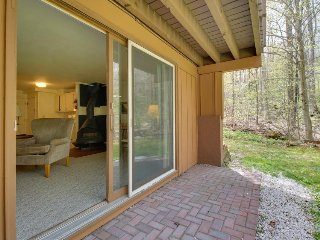 Cozy condo w/ski-in access, close to hiking, golf & more!