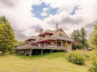 Spacious lodge w/ private hot tub & entertainment - close to ski slopes!, Dover