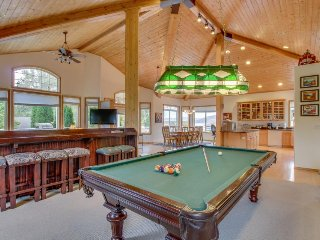 Lake chalet for entertaining w/pool/hot tub access & more!, Manson