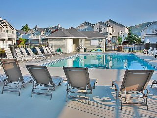 New ownership!! Townhome w/shared pool - boat launches & shoreline nearby!