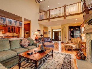 Luxurious townhome w/private hot tub & soaking tub, Dover
