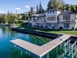 Lakefront luxury Chelan getaway w/ gorgeous lake and mountain views!