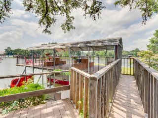 Family lakefront home w/ a private dock, paddle boat & SUPs!