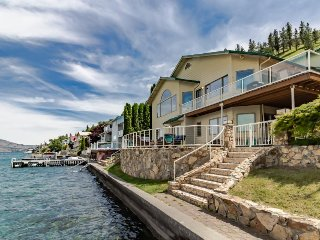 Lakefront house with gorgeous interior and shared dock!, Chelan