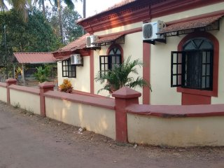 Independent Portuguese Bungalow in Sailgao, Saligao