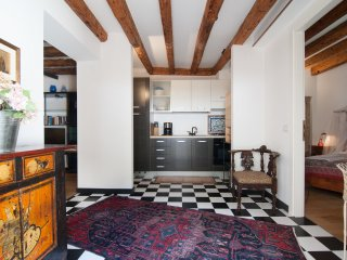 Gaffaro · Elegant apt with private patio! Near Frari square