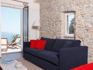 Smilax, appartamento panoramico in oliveto, La Spezia