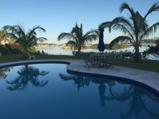 Great Vacation Unit, Ocean View and Pool, Hamilton Parish