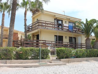 BEACH FRONT TOWNHOUSE / VILLA - SLEEPS 6, La Manga del Mar Menor