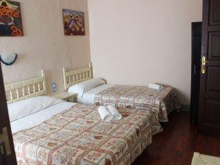 Dormitorio triple, baño, A/AC, Sevilla