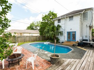 Uptown Gem-Four Bedroom with Pool, New Orleans