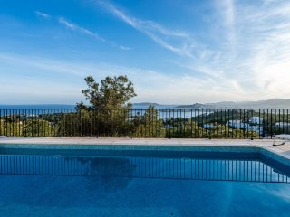 LUXURY VILLA NEAR IBIZA TOWN IN EXCLUSIVE LOCATION, Ibiza Stadt