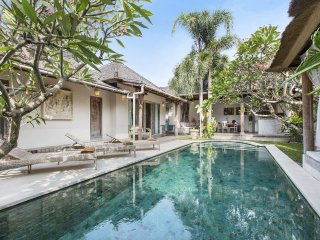 Lovely Traditional & Cosy 3BR Villa in heart of Seminyak with Large Pool