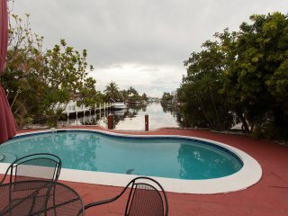 Cozy Duplex Waterfront, pet-friendly, pool, Lauderdale by the Sea