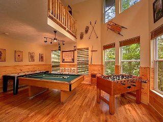 Four Bedroom Gatlinburg Luxury Log Cabin with Game Room in Chalet Village