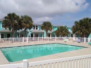704TC - Vacation Townhouse, Large Shared Pool,3 Bedroom, 2.5 bath, Sleeps 10