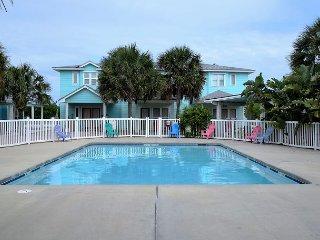 202TC - Vacation Townhouse, Large Shared Pool, 3 Bedroom, 2.5 bath, Sleeps 10